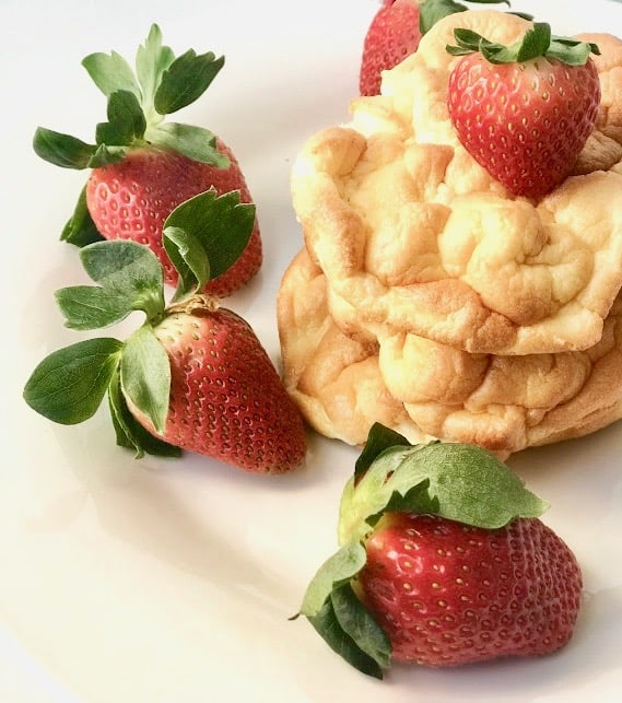 Ridiculously addictive but yet delightful, Super Easy Low-Calorie Cloud Bread. Wow your guests with something light, airy, fluffy, and not to mentioned healthy in your next gathering. Savory Thoughts. #Bread #Cloudbread #cloud #healthy #recipes #easyrecipes #easybread #lowcalorie #carbfree #nocarbs