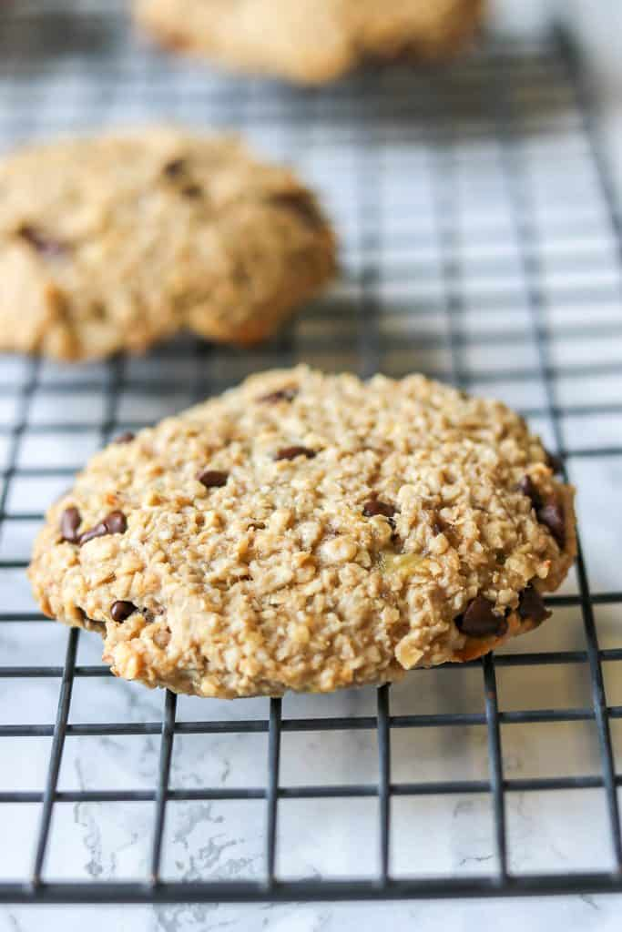Banana Chocolate Chip Oatmeal Cookies with just 4 ingredients, no additional sugar added. Rady in 15  minutes. These banana chocolate chip cookies are also gluten-free