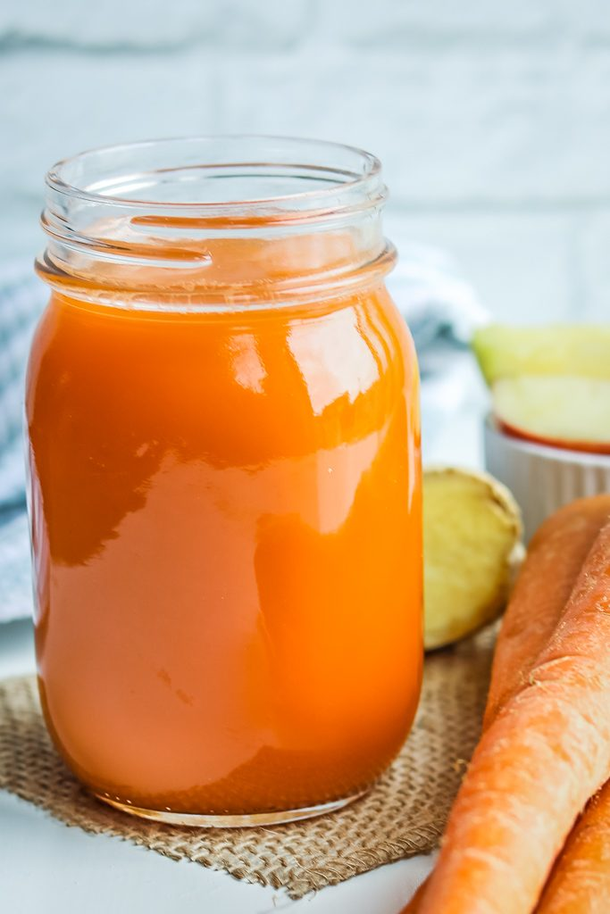 Apple Carrot ginger juice - exceptionally healthy fruit and vegetable juice to keep you energized, hydrated, and vibrant. Only 3 main ingredients to make this easy Vitamix juice.