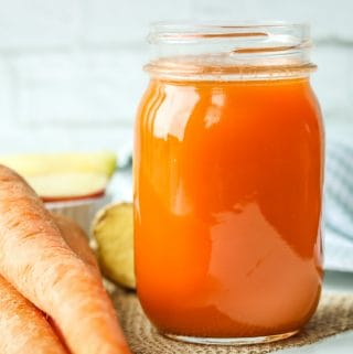 Apple Carrot Ginger Juice - exceptionally healthy fruit and vegetable juice to keep you energized, hydrated, and vibrant. Only 3 main ingredients to make this easy Vitamix juice. Vitamix Juice   Ginger Juice   Apple Carrot Juice   Carrot Juice   Apple Juice   Carrot Ginger Juice   Healthy Juice   Vegan Juice #vitamixjuice #gingerjuice #carrotjuice #applecarrotjuice #applejuice #Carrotgingerjuice #healthy #veganjuice