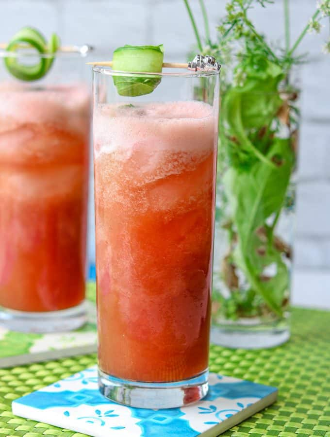 Cool down this summer with this Watermelon Cucumber Juice. It is light and refreshing. Great for body detox and contain only four ingredients. This drink is blended with fresh watermelon and cucumbers. This drink is all natural, and REFINED SUGAR-FREE. Cheers! #watermelon #cucumber #summer @watermeloncucumberjuice #limejuice #watermelonrecipe