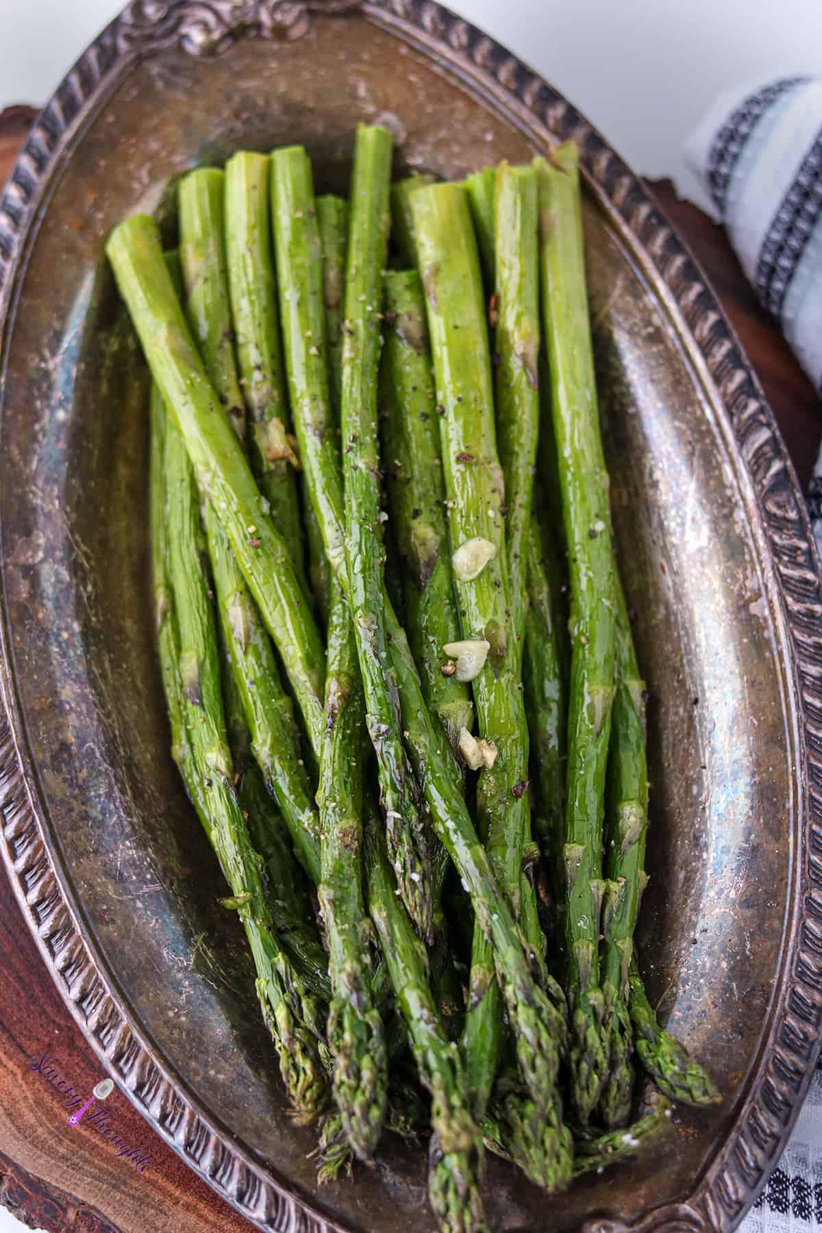 Air Fried Asparagus On plate