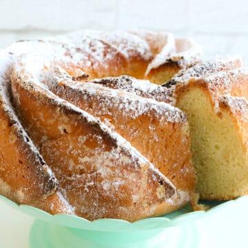 cake on cake pan
