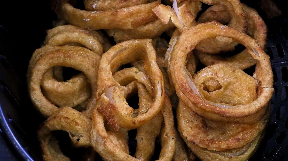 onion rings in air fryer basket
