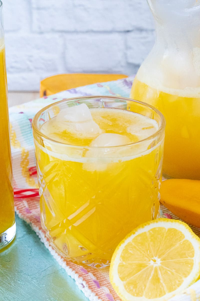 Mango lemonade in Glass